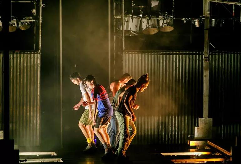 环球网时尚专访,重量级踢踏舞《大河之舞》!