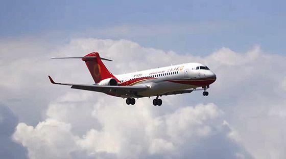 国产喷气支线客机ARJ21-700进行载人演示飞行