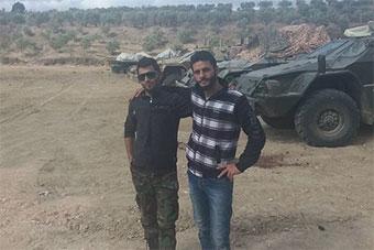 当地人展示叙利亚军队俄制装备