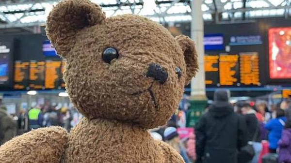 欢喜!英5岁女童圣诞节找回丢失泰迪熊玩具