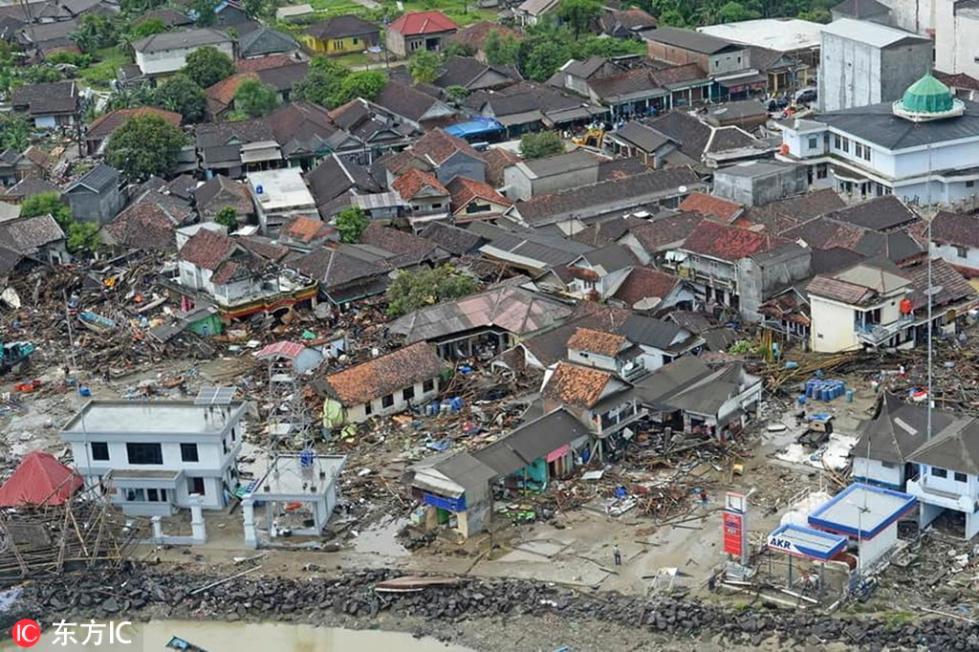 航拍印尼海啸灾区 大片房屋成废墟惨不忍睹