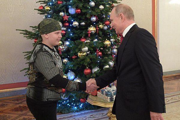 梦想和总统握手 俄重病患儿获普京接见