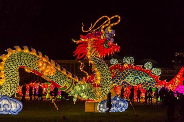 """""""东方巨龙""""闪耀科隆 德国动物园举办中国灯光节"""