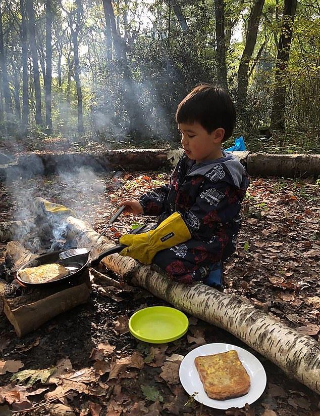 英国一森林幼儿园独树一帜 教小孩生火搭帐篷