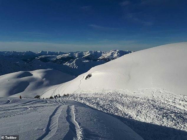 英12岁男孩法国遇雪崩被埋一小时后获救