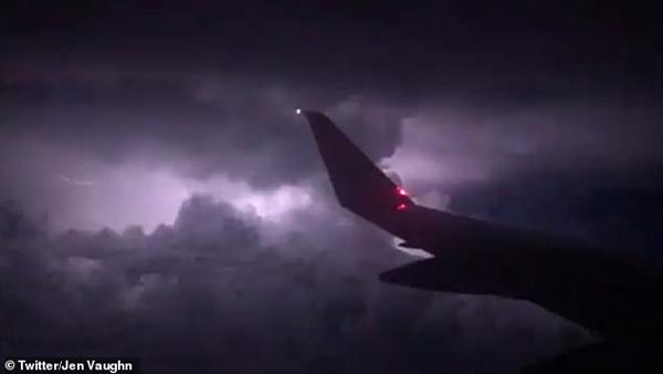 美强风暴影响400万航空旅客 一航班三人受伤迫降
