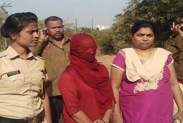 印女子屡次遭邻居骚扰 设局将其捆树上砍断下体