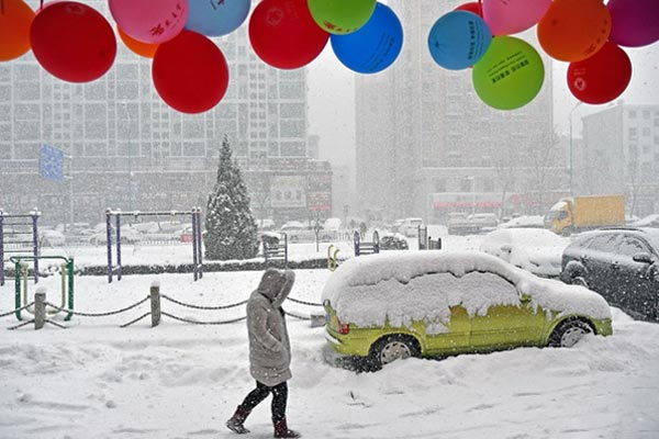 山东烟台遭遇连续强降雪