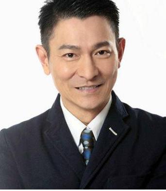 57岁天王刘德华中止演唱会,粉丝:买黄牛票的要亏死!
