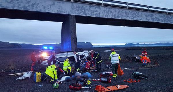 英游客冰岛旅行变噩梦 遇严重车祸三死四伤