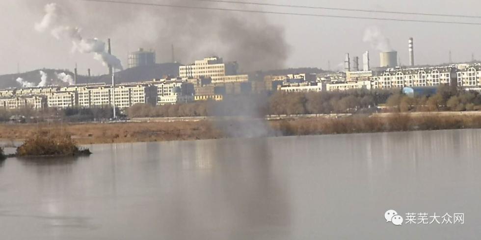 突发!山东莱芜官司商场附近起火!