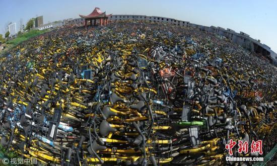 """废旧共享单车""""堆积如山""""该如何治理?专家解析"""