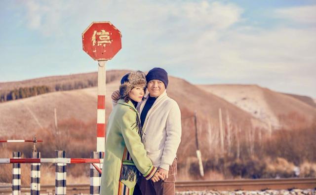 """刘涛穿衣好随性,穿衣频繁""""踩雷""""和老公拍照超幸福"""
