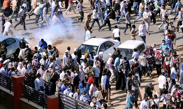 """""""一块面包""""引发大规模抗议,苏丹反政府游行再上演"""