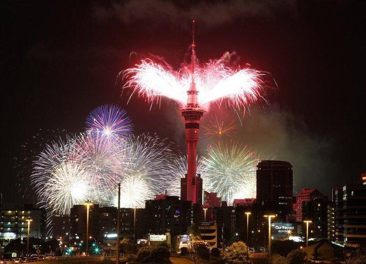 新西兰正式跨入2019年 绚丽烟花升空迎接新年