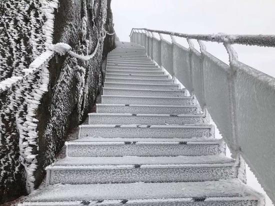 连山金子山,金子山工作人员于12月29日12时拍摄。