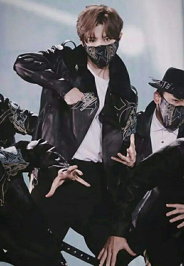 鹿晗跨年演唱会上面具舞展现惊人实力,粉丝:戴面具也好看!