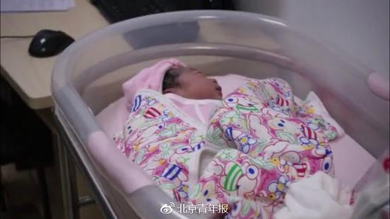 """2019北京妇产医院首个宝宝出生 小名叫""""小小马"""""""