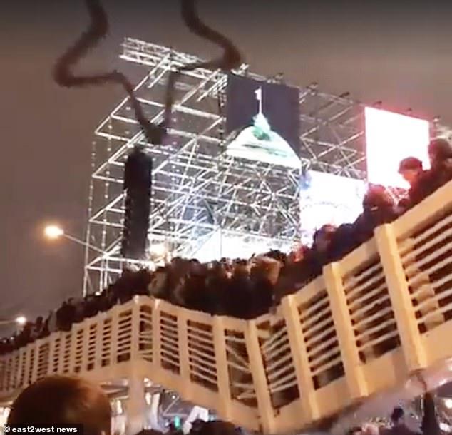 俄高尔基公园大桥迎新年时坍塌致13人受伤