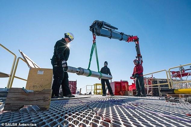 科学家钻探南极神秘湖泊探测生命体