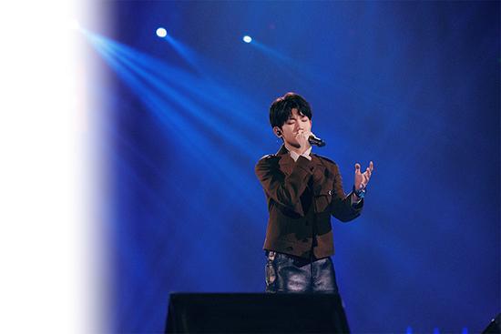 王源四登跨年舞台 新歌《我不知道》首唱获好评