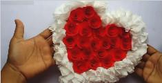 用卫生纸做心形玫瑰花墙挂
