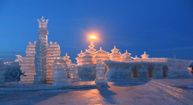 吉林松原冰雕成建筑群 堪比童话世界