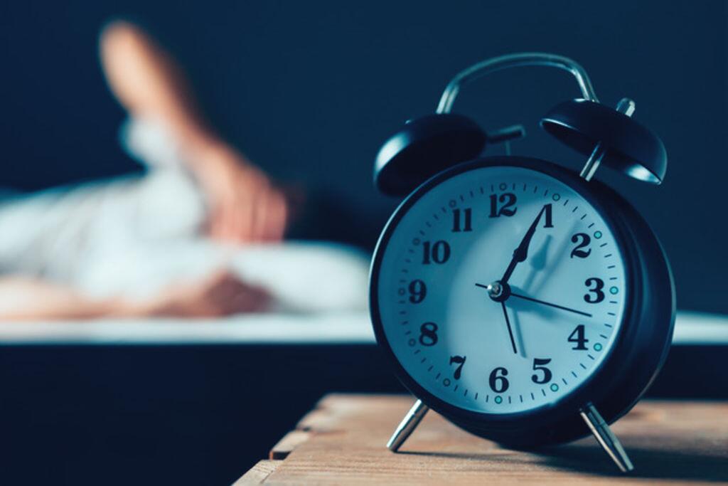 美国最新研究:长期熬夜极易导致身体脱水