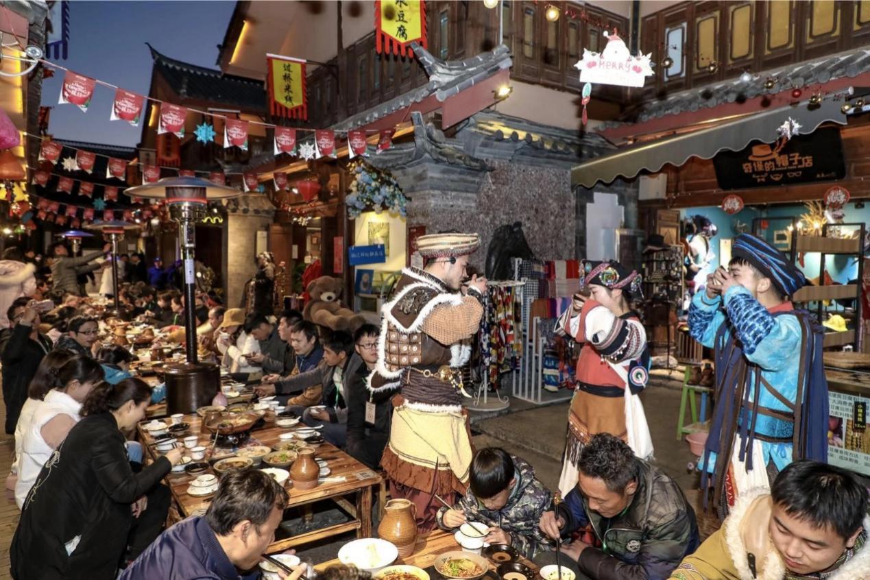 餐饮与演艺创新融合 雪松文旅旗下小镇引领文化旅游新风潮