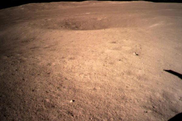 嫦娥四号成功着陆月背 首张月球背面图片来啦!