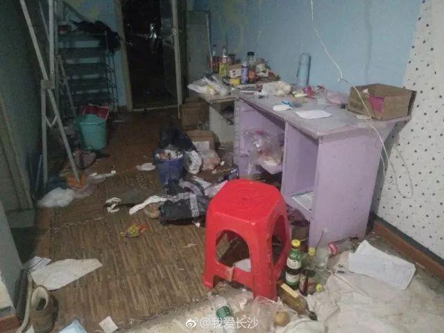 考研情侣退租房间变垃圾场
