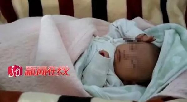 母亲称无力抚养将男婴遗弃雪地,警方:男婴母亲已被监视居住