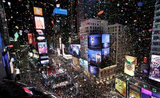 新年前夜 纽约警察局时代广场部署无人机