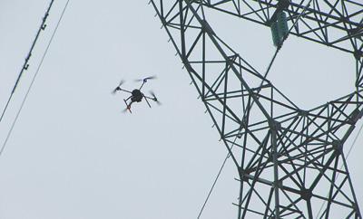 让武汉人雪天放心用电 无人机上阵巡检