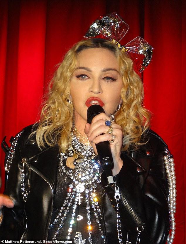 麦当娜携子去同性恋酒吧表演庆祝跨年