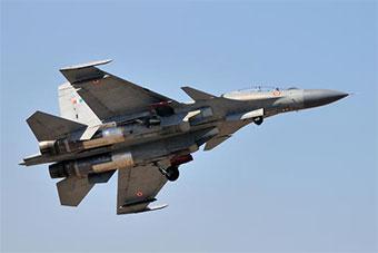 印度苏30MKI战斗机在航展上展示强大机动性