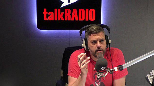 英男子抑郁服药自杀 给电台主持人打电话获救
