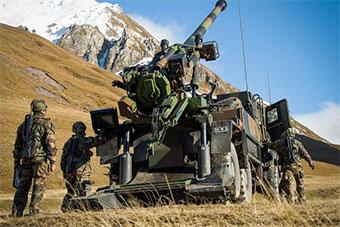 法国陆军凯撒卡车炮山地作战演练展示实力