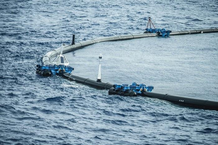 Ocean Cleanup海洋垃圾回收屏障破损 现已拖回维修