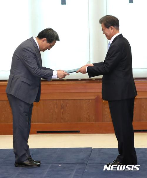 bob体育:韩媒:韩国驻华大使卢英敏或接任青瓦台幕僚长