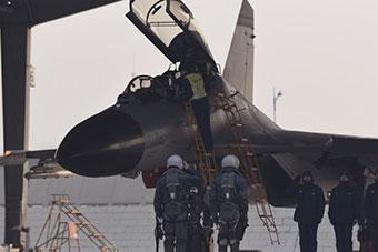 歼11战斗机万米高空二对三实战对抗演练