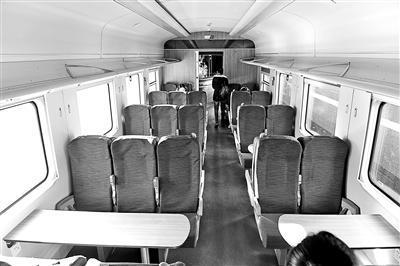 绿巨人复兴号:餐车与二等座共用车厢