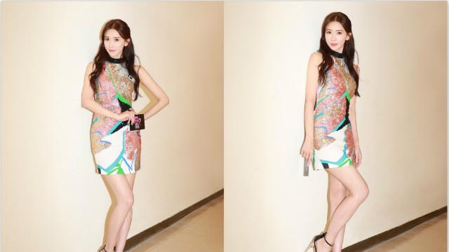 林志玲穿短裙秀曼妙身姿 性感妩媚美腿吸睛