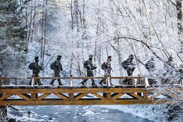 武警吉林省总队机动支队开展冬季野营拉练