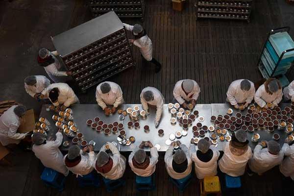 杭州灵隐寺开熬腊八粥 将免费发放30万份