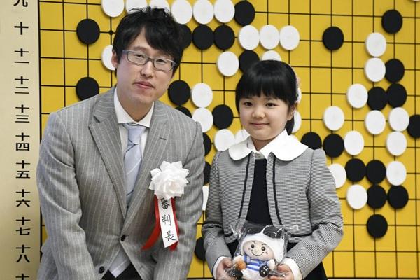 日本9岁女童将成最年轻职业围棋手 神似李湘女儿王诗龄