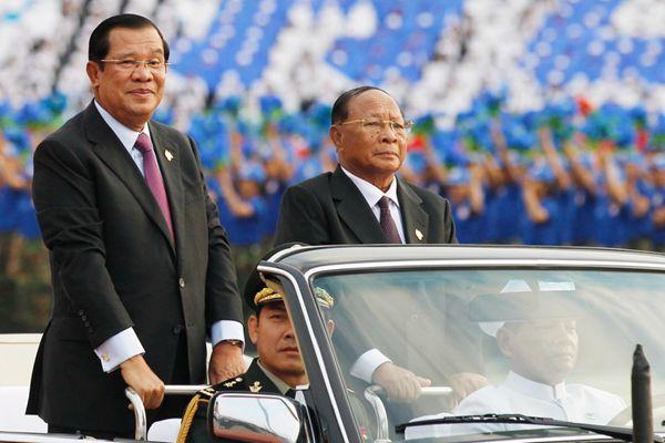 柬埔寨胜利日40周年 首相洪森出席庆祝活动