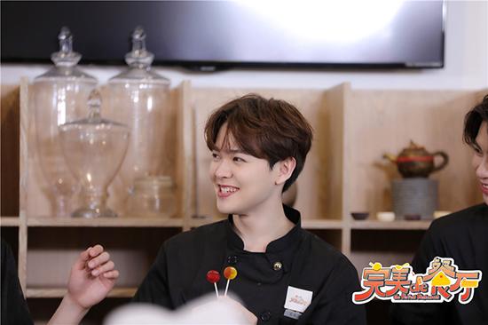 《完美的餐厅》范津玮助力男生完成饼干教学