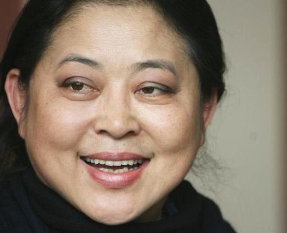 59岁倪萍照片曝光,瘦身成功靓丽复出,笑容比许晴还少女