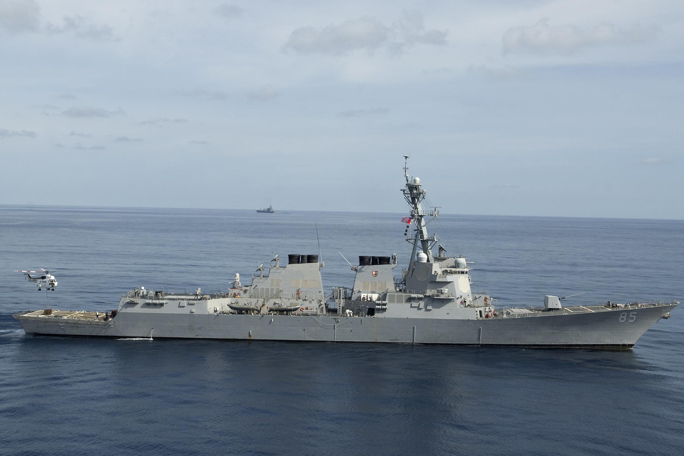 美舰敏感时刻闯中国领海 中方海空兵力警告驱离